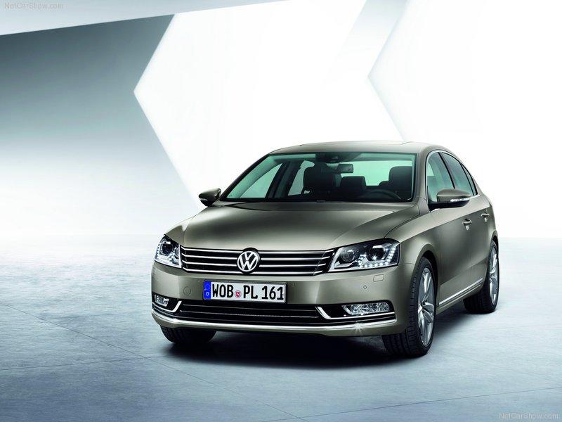 2011-Volkswagen-Passat-1