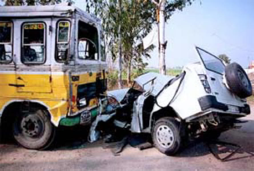 essay on an accident on road Road accident is an unhappy event which happens on roads due to lazy attitude most of the drivers don not follow traffic rules.