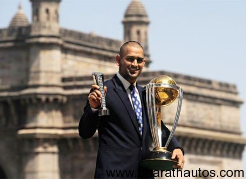 MS-Dhoni-with-the-2011-Cricket-World-cup-trophy-image