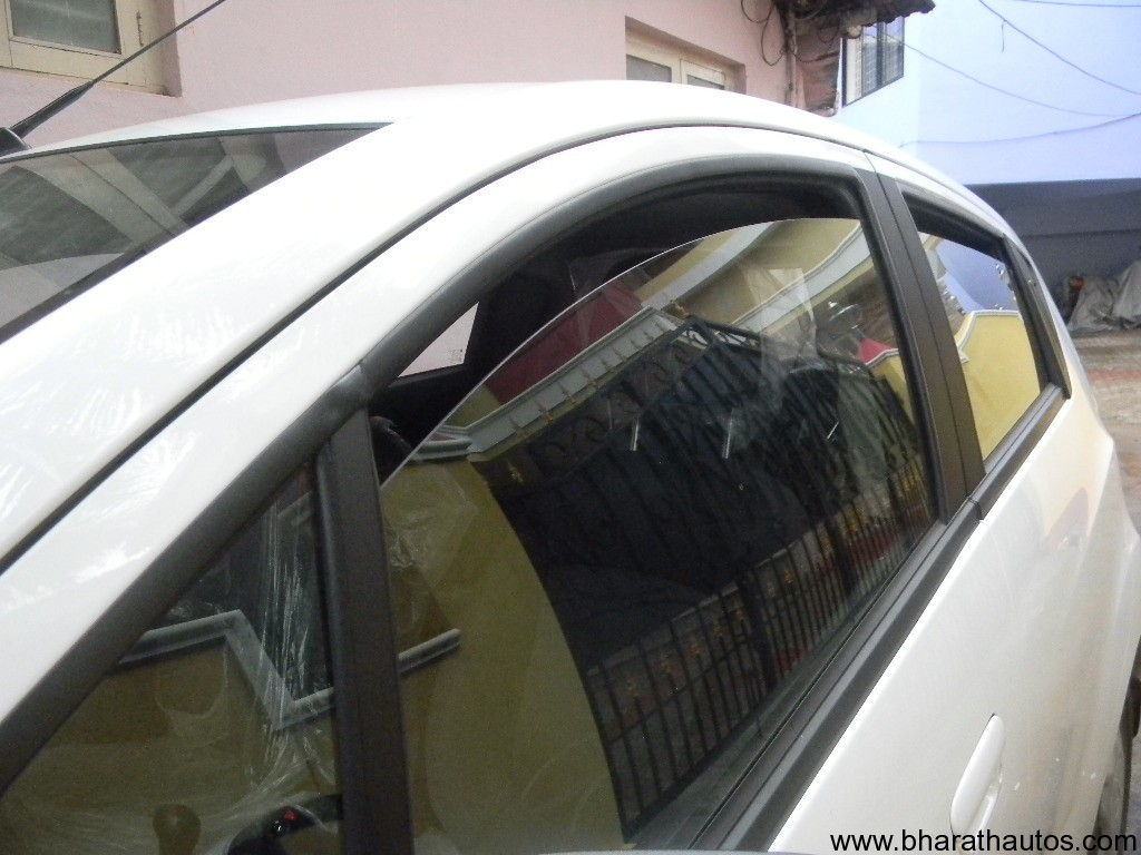 tips how to defog your car s windshield. Black Bedroom Furniture Sets. Home Design Ideas