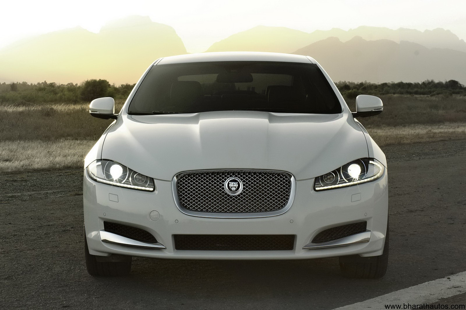 2012 jaguar xf facelift to launch next month in india. Black Bedroom Furniture Sets. Home Design Ideas