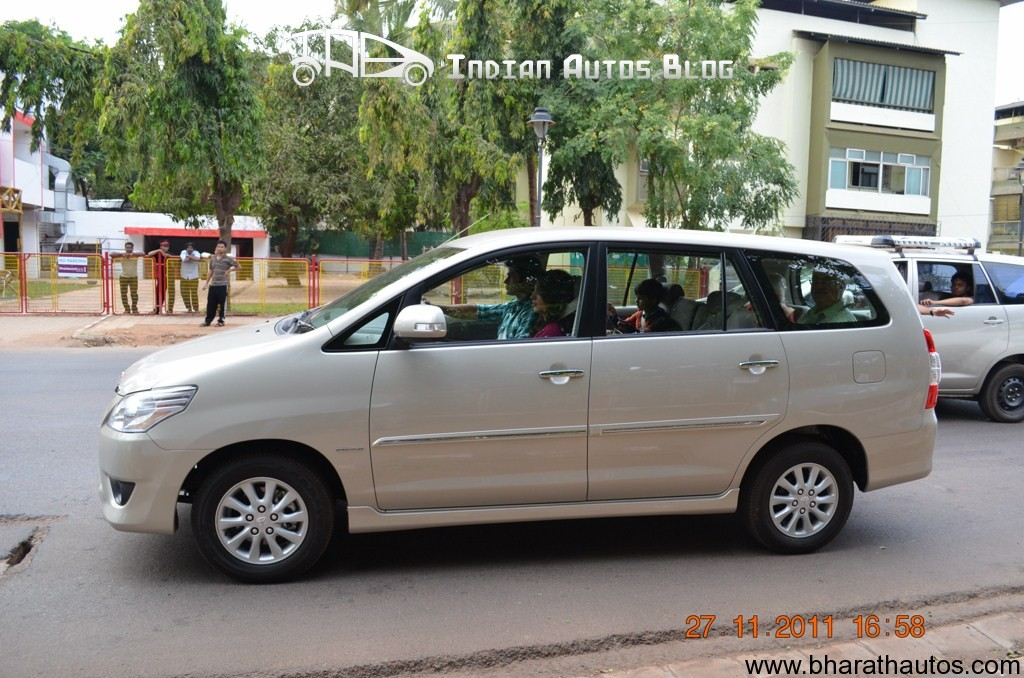 Toyota Innova facelift spied in Goa - SideView
