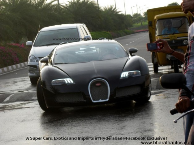 Bugatti-Veyron-speed-bump-002