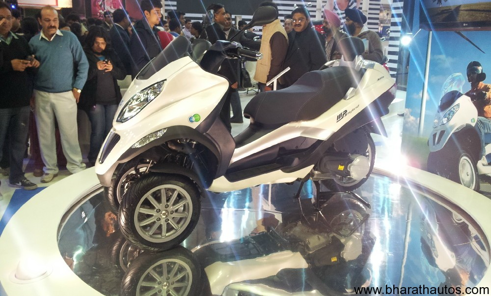 2012 auto expo piaggio showcased mp3 hybrid 3 wheeled