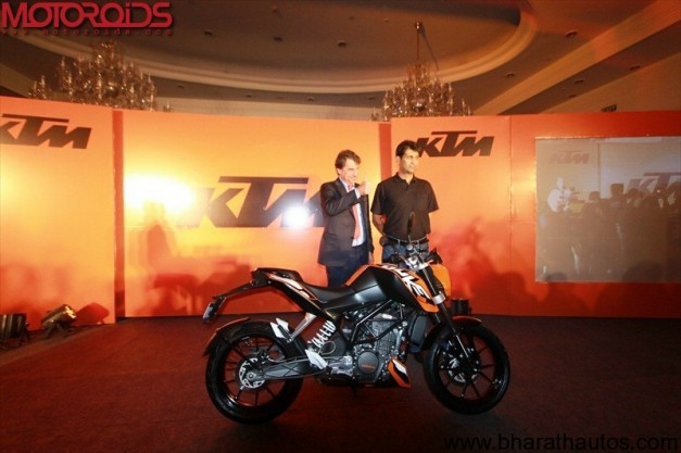 bajaj-KTm-200-launch-1