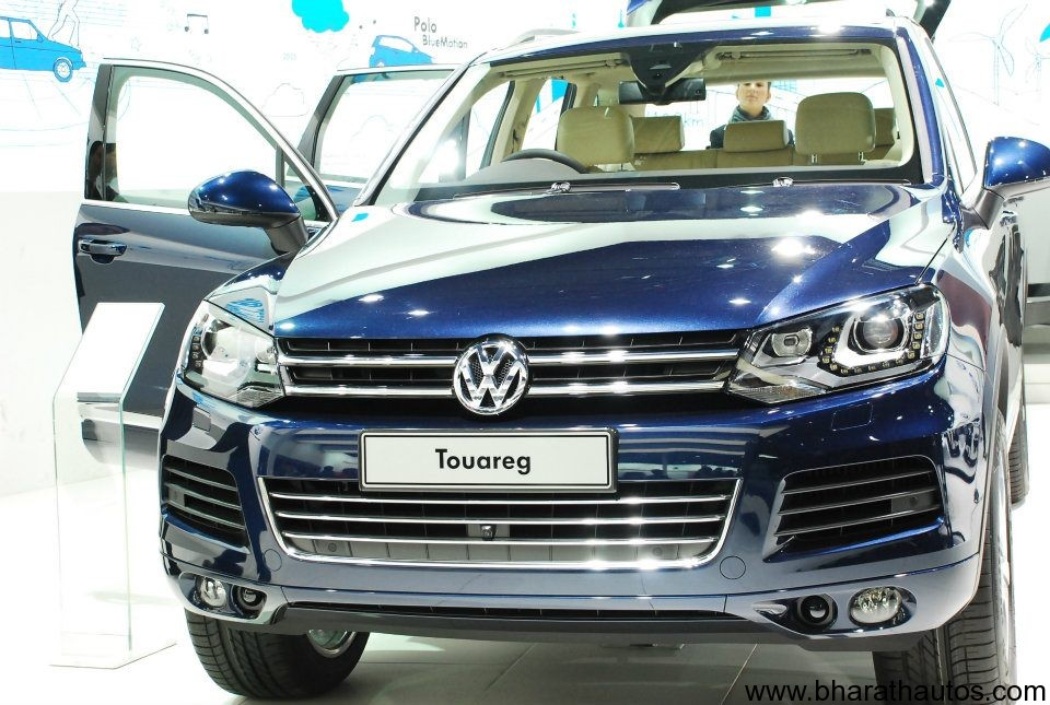 2012 auto expo volkswagen unveils beetle xl1 launches touareg. Black Bedroom Furniture Sets. Home Design Ideas