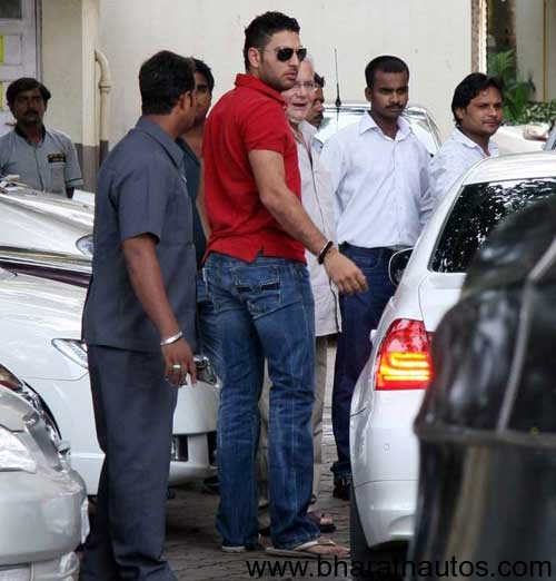 Yuvraj-Waiting-For-His-Car