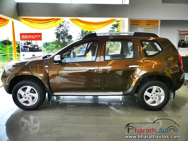 snap renault duster completely exposed. Black Bedroom Furniture Sets. Home Design Ideas