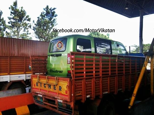 Mahindra Electric Maxximo Minivan