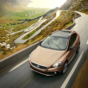 Volvo-V40_Cross_Country_2013_800x600_wallpaper_05