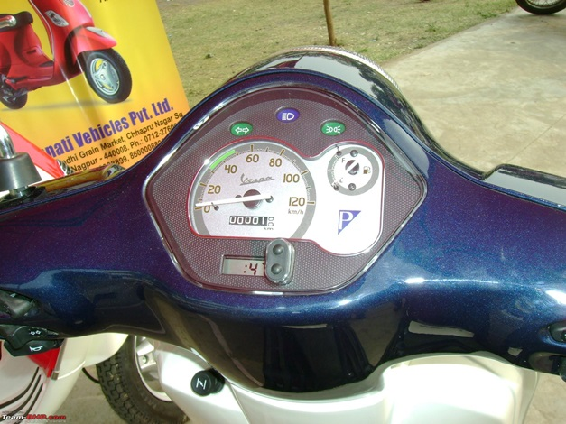 piaggio india offers dual-tone paint job on vespa lx125 scooter