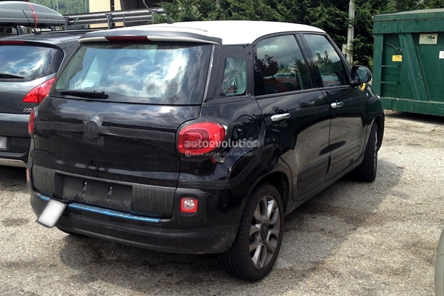 spy shots fiat 500xl spotted abroad likely to rival maruti ertiga in india. Black Bedroom Furniture Sets. Home Design Ideas
