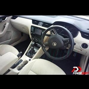 Spy Shots - A clearer view of the 2013 Skoda Octavia interior revealed!