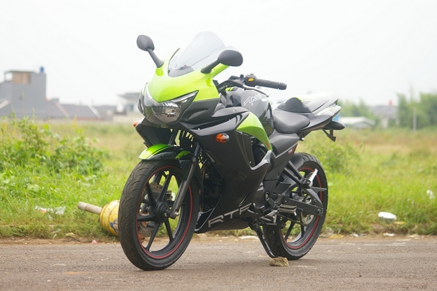 2013-TVS-Apache-250-Front-View