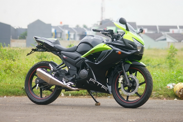 2013-TVS-Apache-250-Side-View