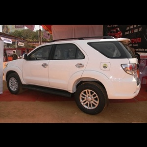 Toyota to continue with its existing Fortuner and Innova until 2016
