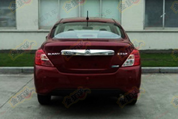 2014-Nissan-Sunny(red)-facelift-Rearview