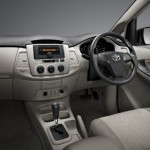 2013-toyota-innova-facelift-India-003