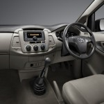 2013-toyota-innova-facelift-India-004