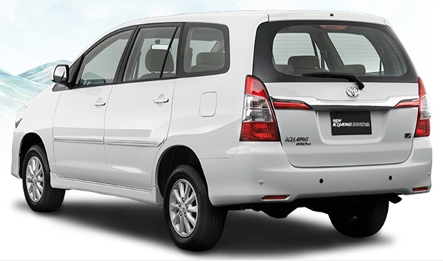 2013-toyota-innova-facelift-India-RearView