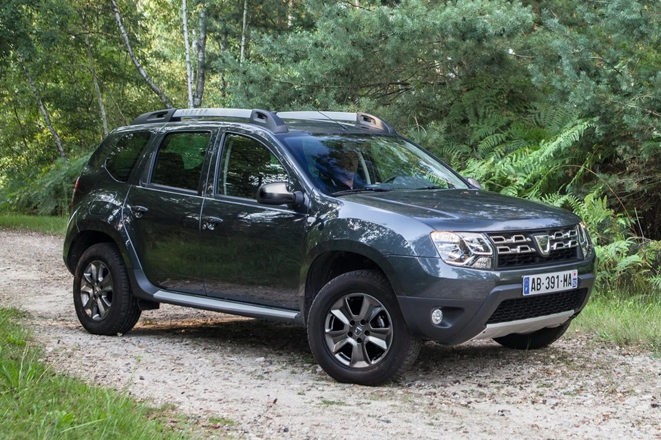 2014 dacia renault duster gets updated inside and out. Black Bedroom Furniture Sets. Home Design Ideas