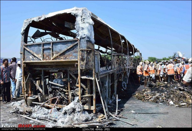 Volvo-Bus-fire-incident-Bangalore-Hyderabad-Rear-View