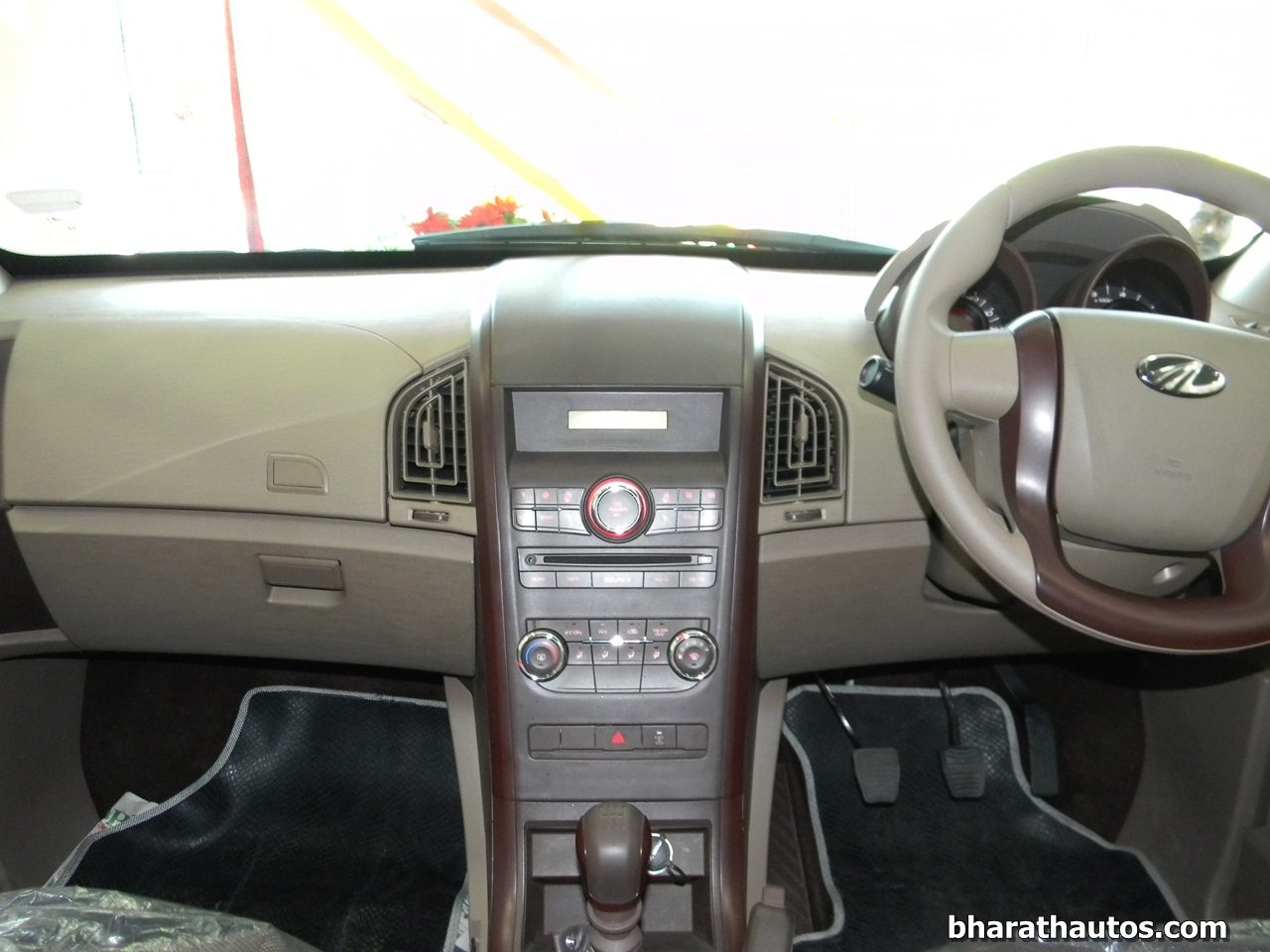 Mahindra Xuv500 W4 More Features Costs Less Not Bare Bones