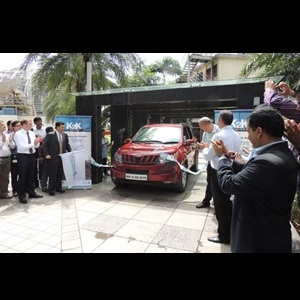 the-mahindra-xuv500-enters-limca-book-of-records