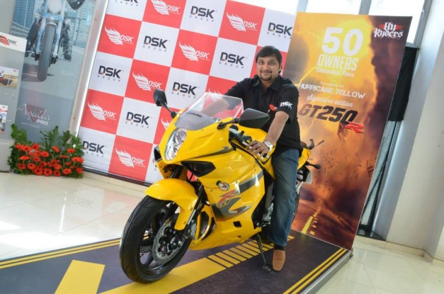 dsk-hyosung-gt250r-signature-edition-india-005
