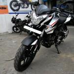 new-bajaj-pulsar-200ns-dual-tone-003