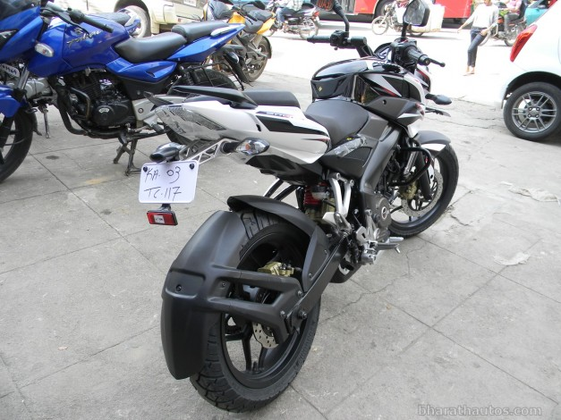 new-bajaj-pulsar-200ns-dual-tone-rear-view