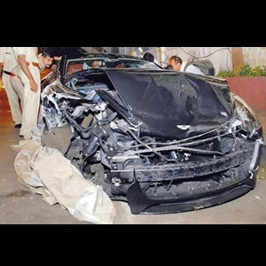 reliance-akash-ambani-aston-martin-rapide-crash-accident-mumbai