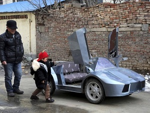 chinese-farmer-mini-electric-lamborghini-grandson
