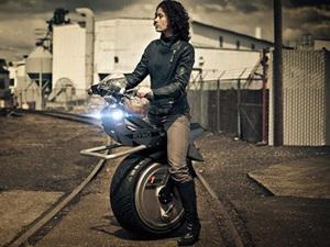 self-balancing-one-wheeled-electric-motorcycle-ryno-india