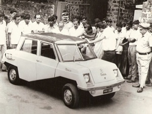 shankarraos-1971-final-production-display-car-meera-pune