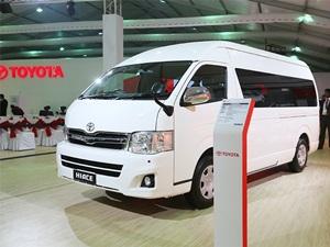 toyota-hiace-passenger-transport-van-gt86-an-entry-level-sportscar