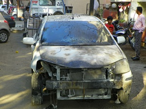 toyota-etios-burns-38-year-old-man-to-death-at-new-delhi