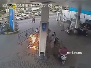 bike-rider-pays-price-using-cell-phone-petrol-pump-india