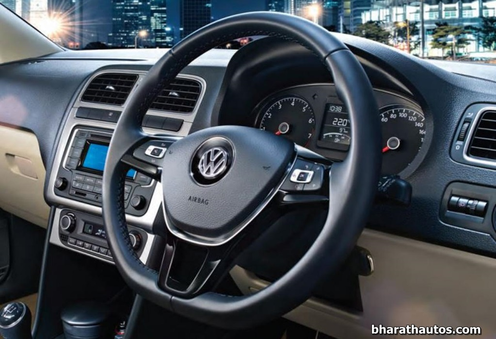 2014 vw polo facelift launched starts from rs lakh for Interior volkswagen polo