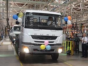 daimler-left-hand-drive-fuso-trucks-india-export