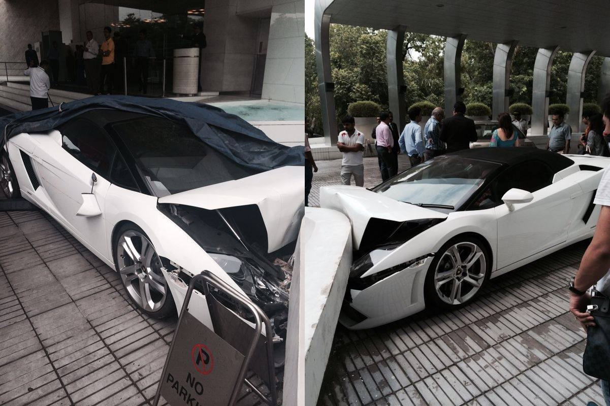 Lamborghini Gallardo Spyder Crashed In New Delhi By Hotel