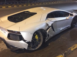 lamborghini-aventador-supercar-accident-new-delhi
