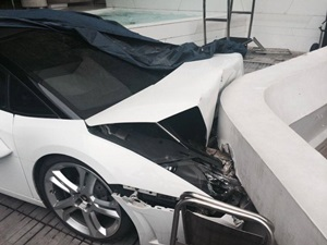 lamborghini-gallardo-spyder-crashed-new-delhi-hotel-valet