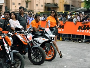 2014-ktm-stunt-show-mangalore-video