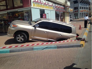 sinkhole-nearly-swallows-toyota-land-cruiser-in-dubai