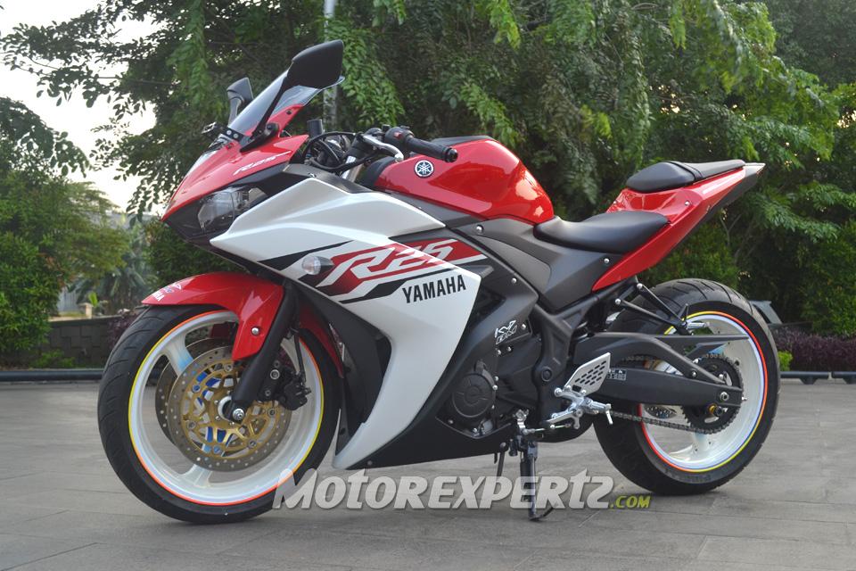 Yamaha R White Rims