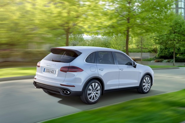 2015-porsche-cayenne-facelift-india-rear