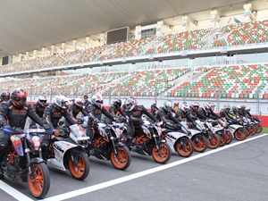 2015-ktm-track-day-at-buddh-international-circuit