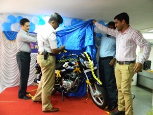 supreme-motors-delivers-bajaj-ct100-in-mangalore