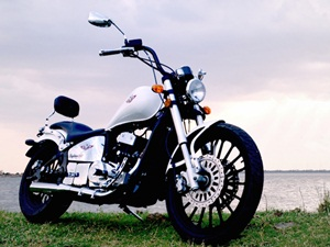 fab-regal-raptor-motorcycles-india-launched